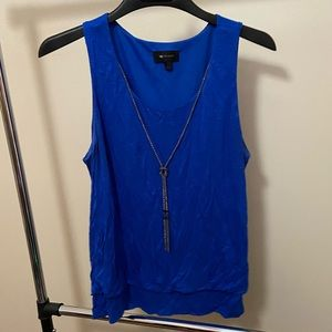 Super cute tank top with necklace included size L